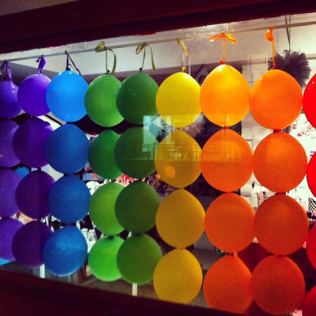 ballonsgay 1024x1024 Voyage de noces à Tel Aviv pour le premier couple gay marié de France
